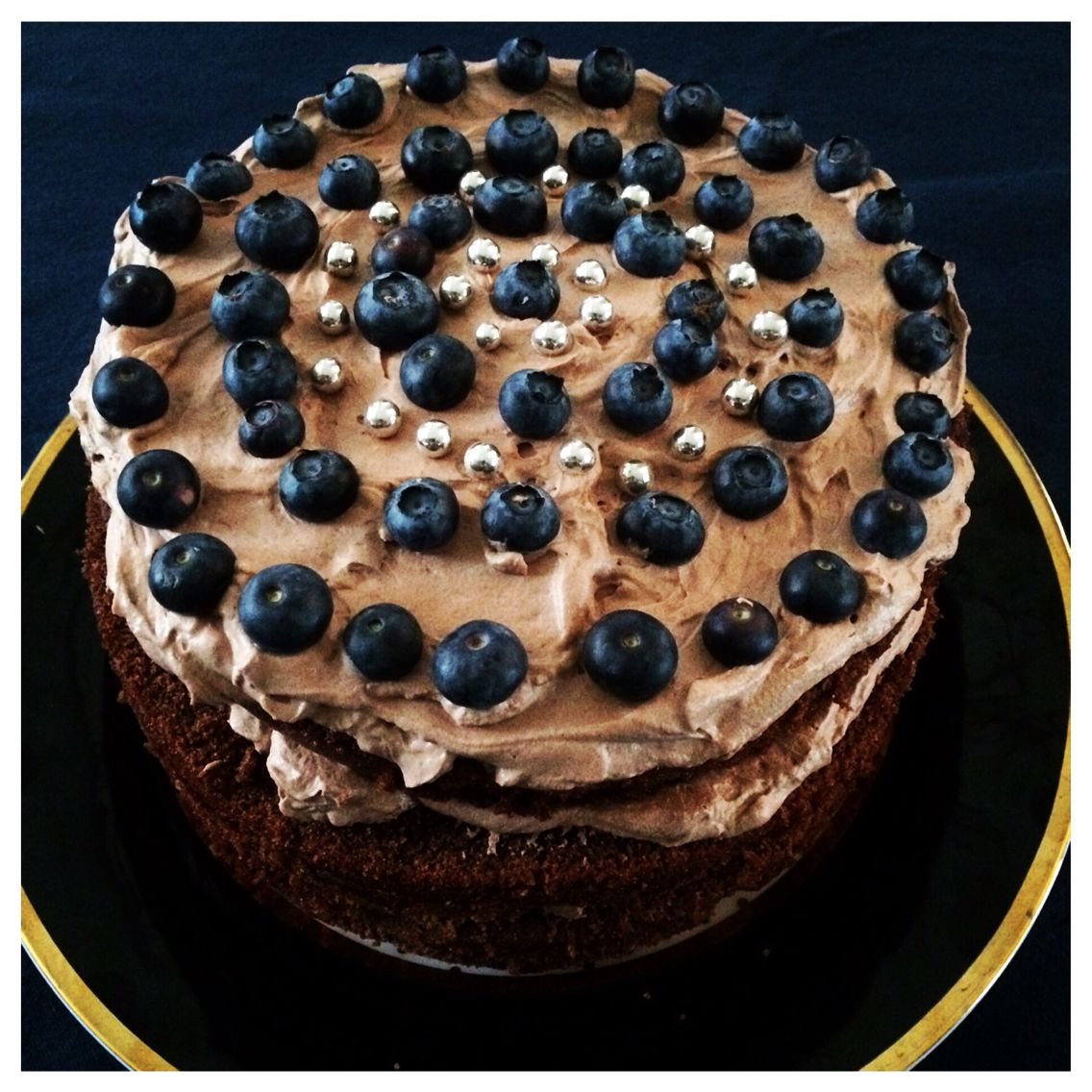Christmaschocolatecake with blueberry's