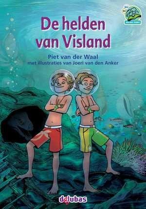 Samenleesboeken De helden van Visland AVI E4/M5  De broers Pepijn en Dano hebben allebei een fluitje. Als ze daarop blazen gebeurt er meestal iets ongewoons. Zoals tijdens hun vakantie aan het strand. Er verschijnen twee glanzende bollen in de zee. 'Help ons' smeekt een geheimzinnige stem. Dano en Pepijn lopen de zee in en worden meegesleept in een vreemd avontuur onder water.  EUR 12.95  Meer informatie
