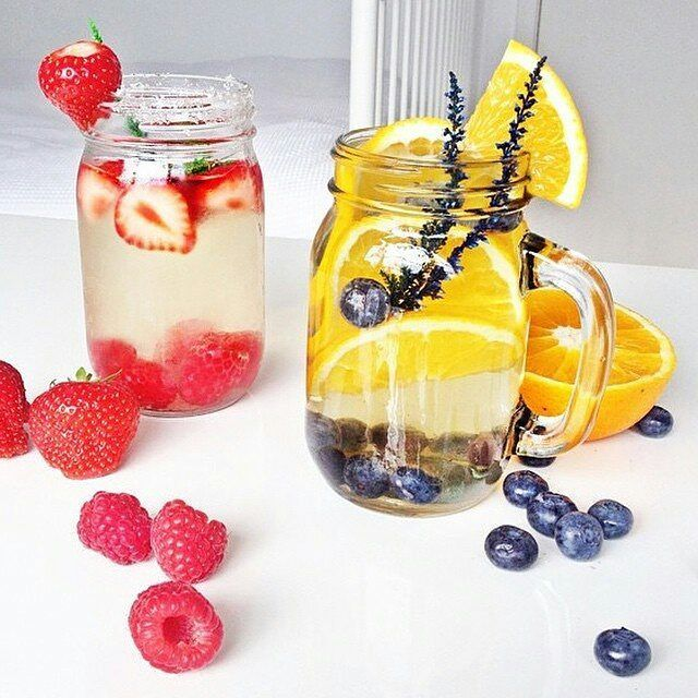 The health benefits of fruit infused water is amazing for the skin and body.  Do yourself a favour and start drinking infused water ☺ . . . #detoxinfusedwater #water #healthy #healthyskin #beautifulskin #lifestyle #detox #fruits #fruitinfusedwater #infusedwater #healthy #refreshing #hydrating #glowingskin #diet #lookgood