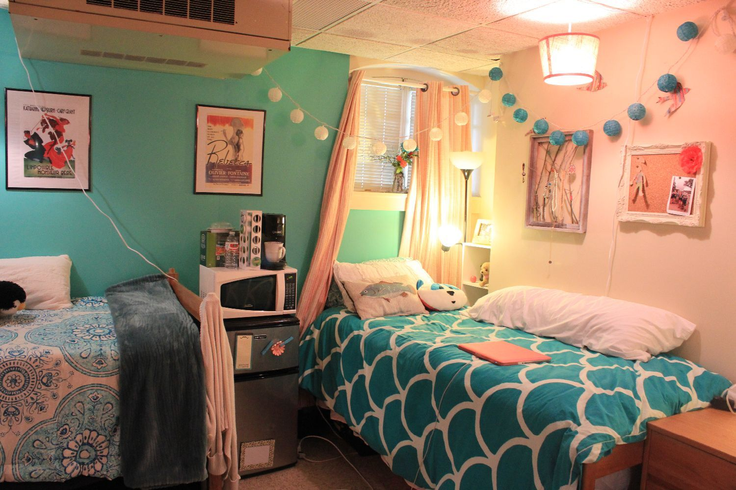 Coral And Teal Dorm Room For More Awesom Girls Dorm Room Ideas