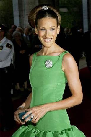 Verde que te quiero verde... ¿qué tiene de especial el color escogido por Pantone para el 2013? en Chez Agnes lo descubrimos -> http://chezagnes.blogspot.com/2013/01/green-lights-to-2013.html?spref=tw  #green #fashion #dress #oscardelarenta #sjp