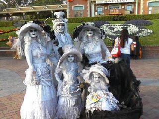 halloween family disneyland