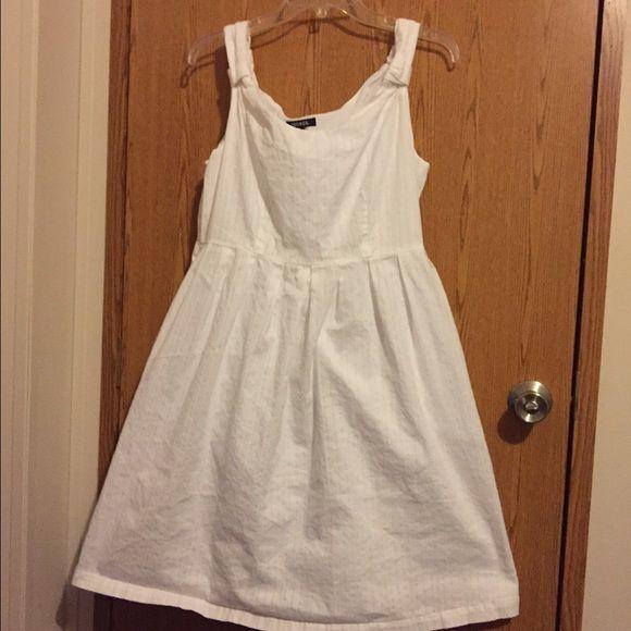 White sundress White sundress. Zipper on the side and pockets. Size 12 George Dresses Midi