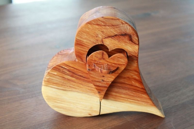 Holzherz mit Schublade von pfiati - mit Liebe zum Holz auf DaWanda.com - Ringkissenalternative