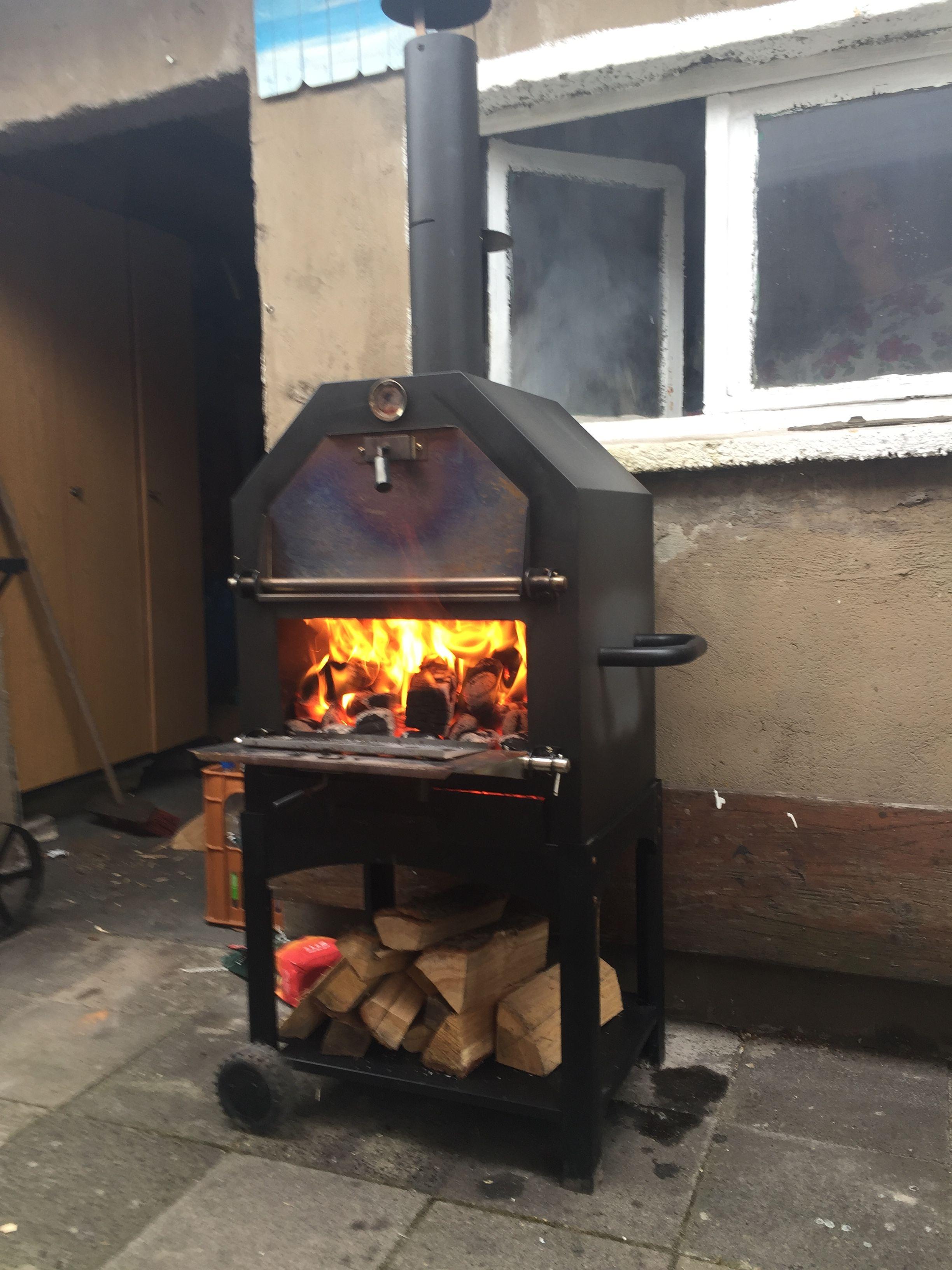 Pizzaofen heizt vor