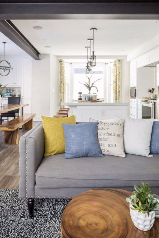 Get Inspired by Exquisite and Modern Living Room Designs | www.bocadolobo.com #bocadolobo #luxuryfurniture #exclusivedesign #interiodesign #designideas #livingroominspirations #originaldesigns #coffeeandsidetables #creativestyles #moderninteriordesigns #modernlivingrooms
