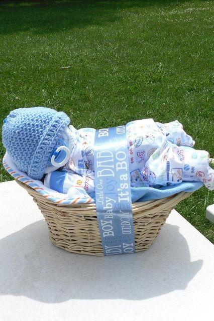 Baby in a basket ideas. Unique diaper cakes.