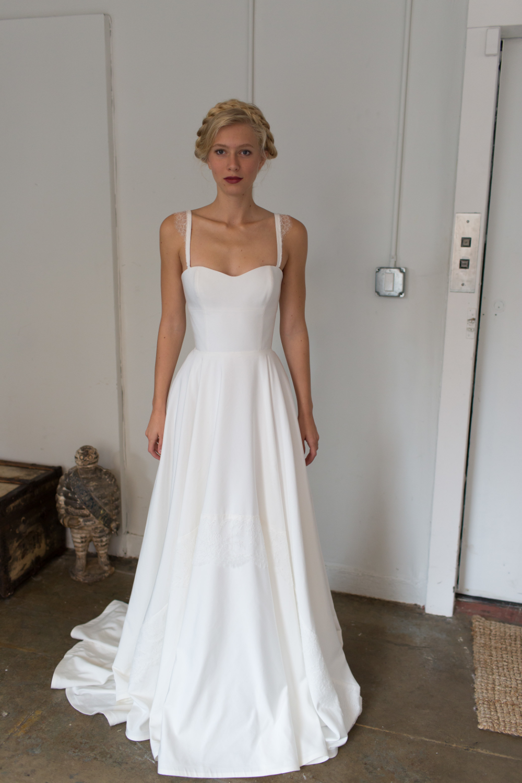 Tara Latour Fall 2017 Sweet Wedding Dress Inspiration Mywedding In 2020 Wedding Dresses Informal Wedding Dresses Classic Wedding Dress
