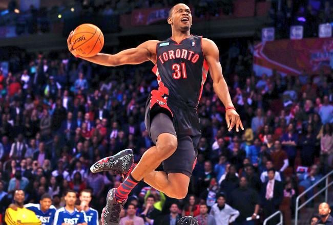 Terrence ross defeats jeremy evans to win 2013 nba slam dunk contest terrence ross slam dunk contest 2013 voltagebd Choice Image