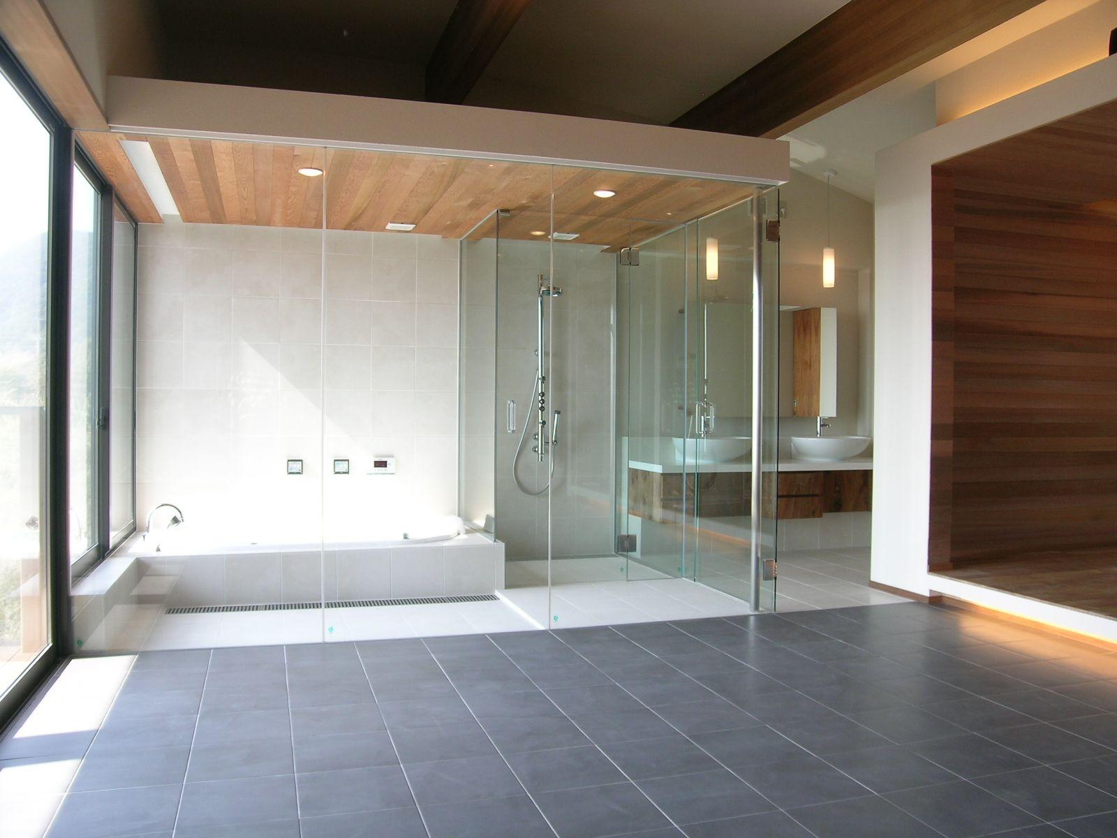 海外のリゾートホテルの様なガラス張りのバスルーム バスルーム