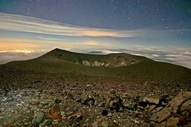 Atardecer de Volcán Puracé--- al fondo las luces de Popayá. Foto: Autor Sin Identificar¡¡¡