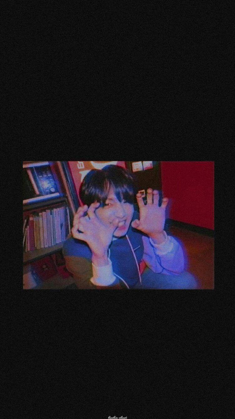 𝐉𝐔𝐒𝐓 𝐀 𝐒𝐌𝐈𝐋𝐄 𝐊𝐕 New Feels Bts Wallpaper Bts Aesthetic Pictures Kpop Wallpaper