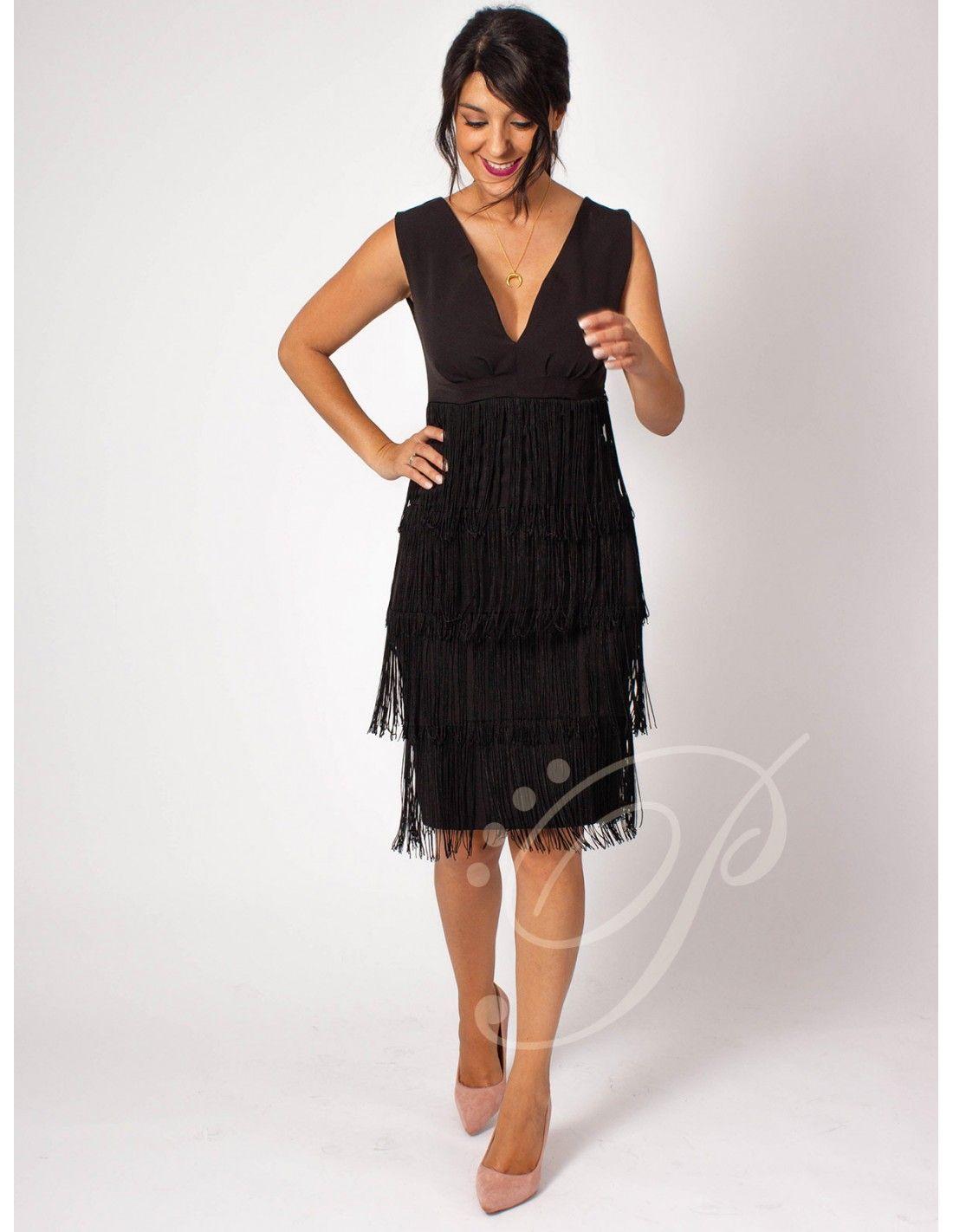 2e896b892 Vestido Sintra - Vestido de corte midi en color negro. Escote en pico.  Detalle