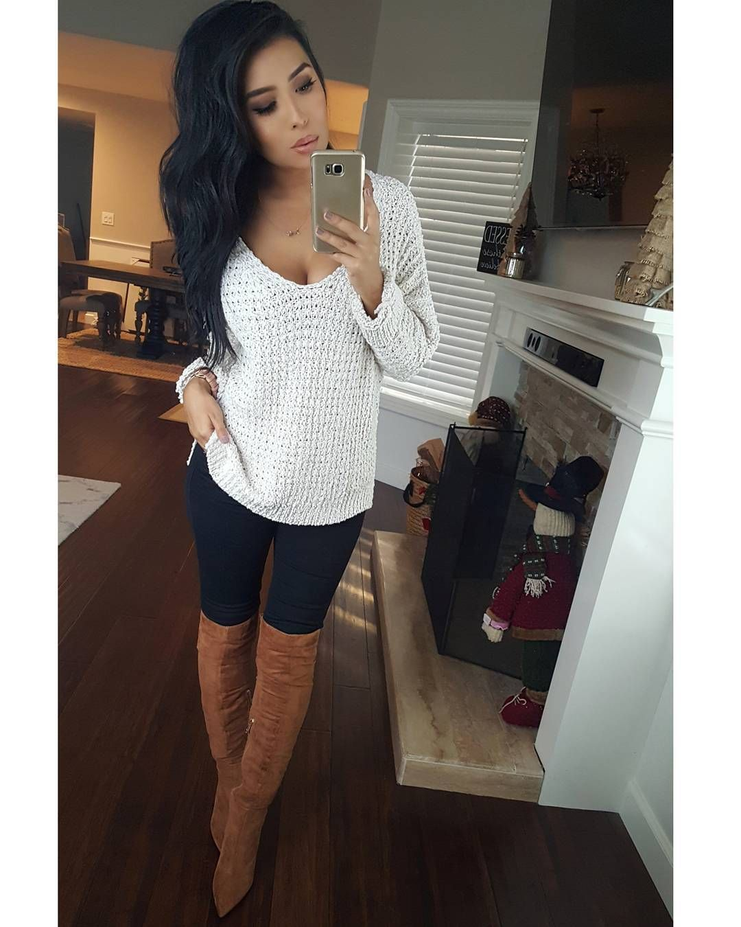 "Monica Gabriela • Influencer on Instagram: ""The prettiest sweater I ever did see 🤗❤ so soft & flattering 🙌 #ootd Sweater (daisy oversized sweater)@susyskloset  Jeans @fashionnova…"" 1"