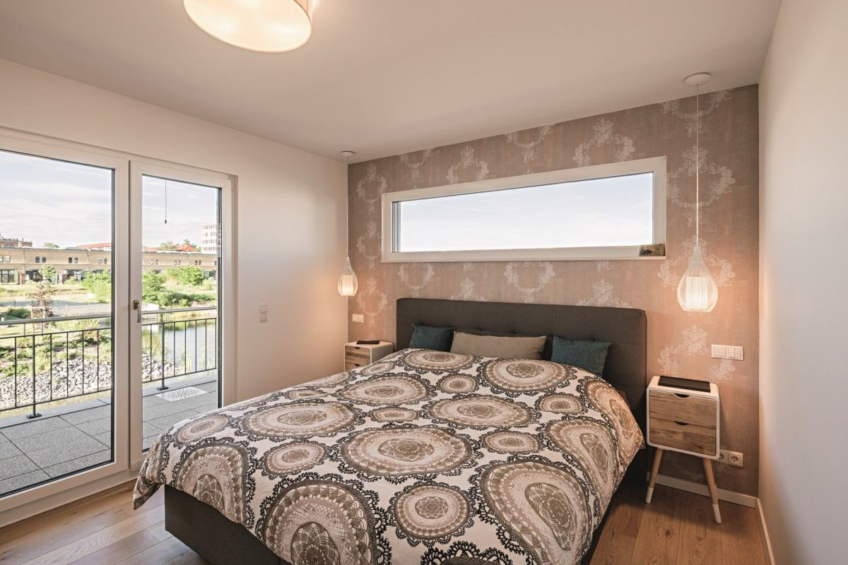 schlafzimmer mit oberlicht uber bett innenraum haus lichtdurchfluteter kubus von weberhaus hausbaudirekt de