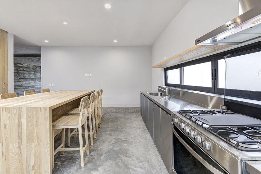 Casas Cuatas / Cocina de acero inoxidable e isla de madera solida de ...