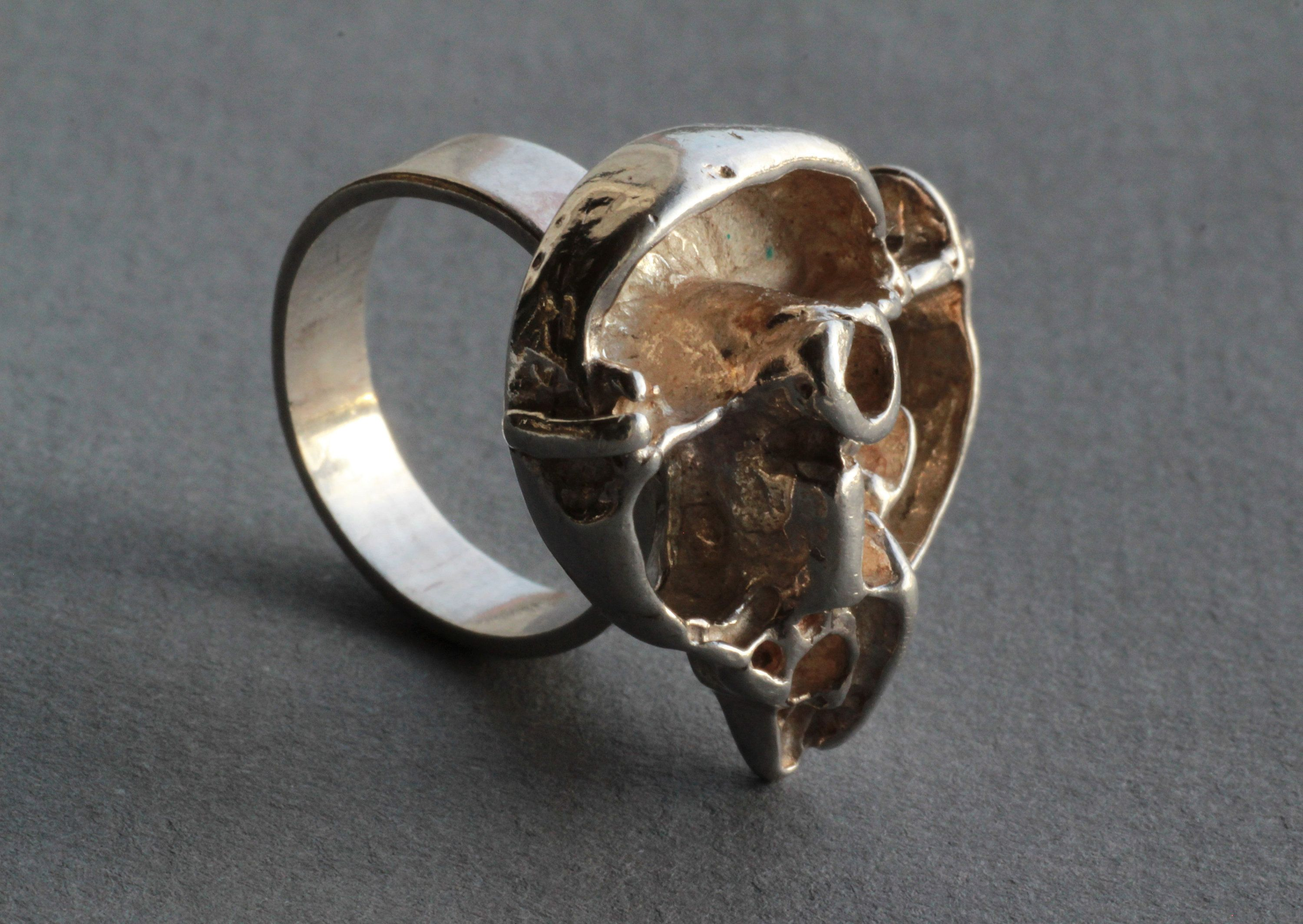 Very pretty brutalist ring of silver brass with abstract drawings of small rounds.