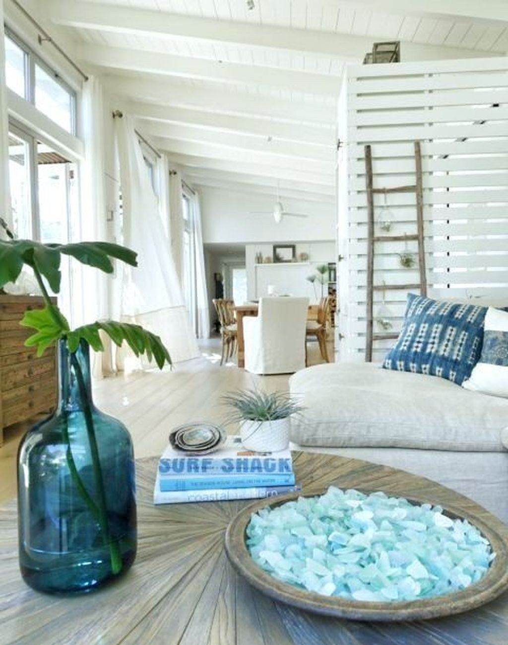 Awesome Beach Coastal Style Bedroom Decor Ideas 29