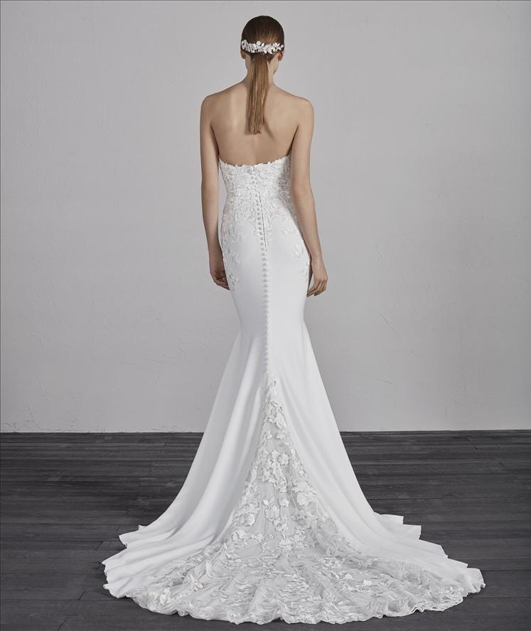 3cdd80a933f8 Pronovias: Epico | Pronovias in 2019 | Wedding dresses, Pronovias ...