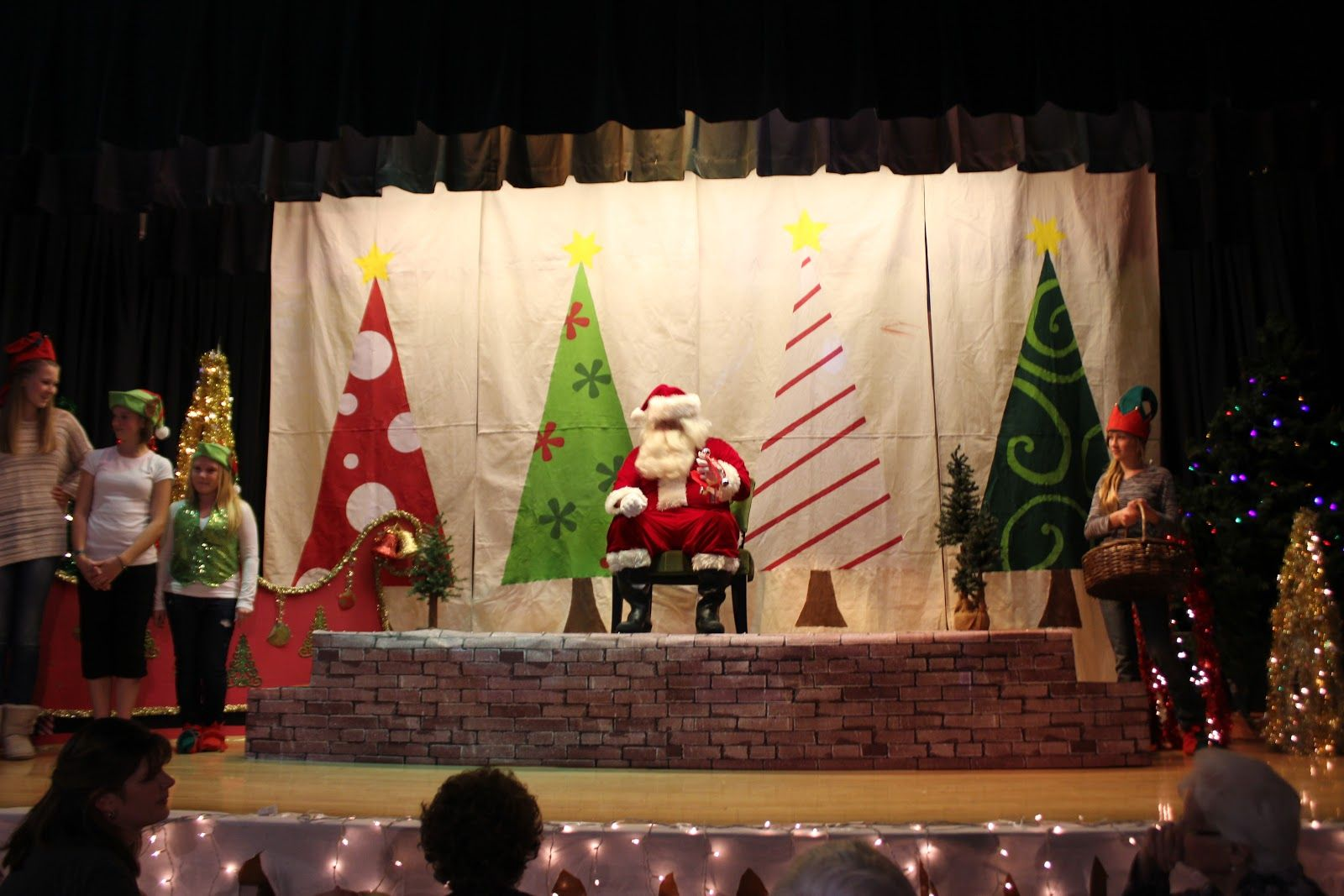 simple christmas stage decorations