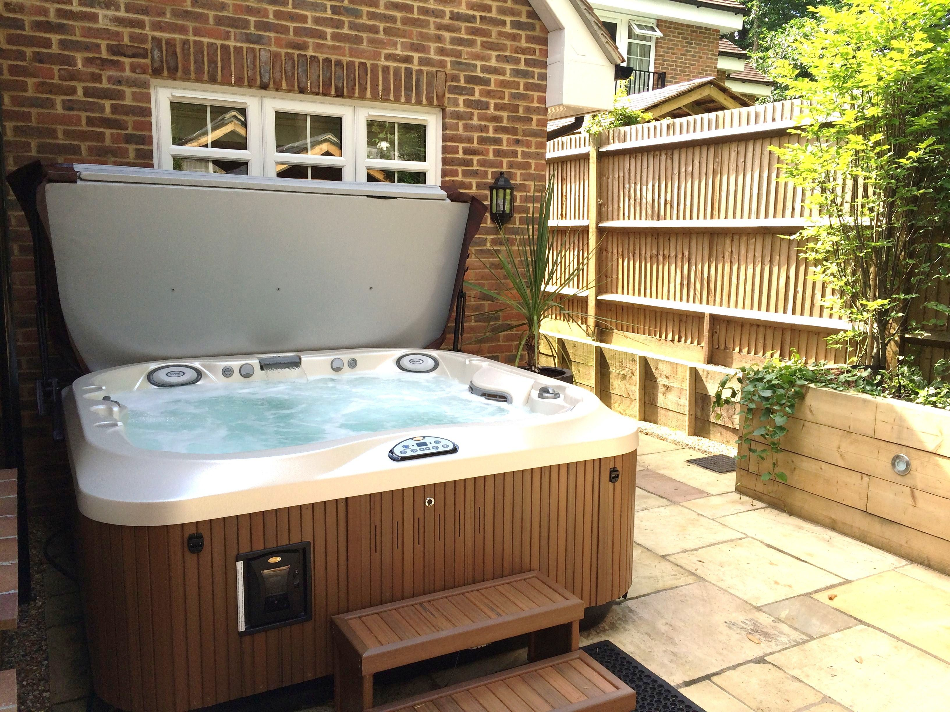 A beautiful Jacuzzi J335IP currently just £3000 deposit and £130 a ...