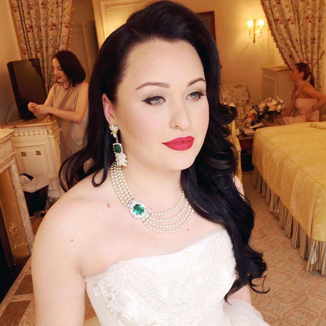 Little Book For Brides Kristina Gasperas Makeup Artist Wedding Book British Wedding Wedding Directory