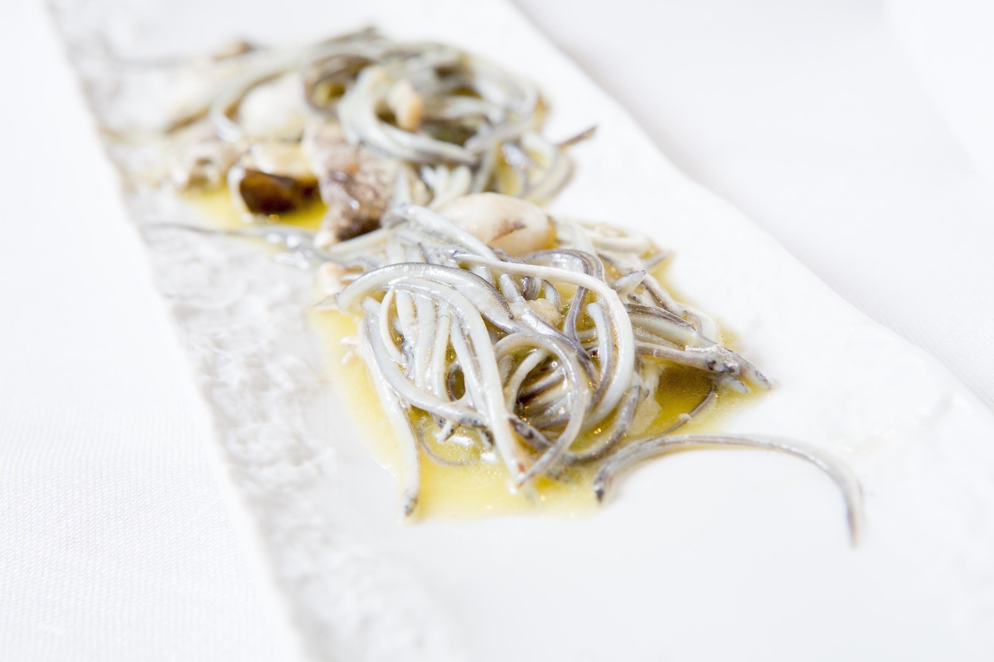 Angulas y cocochas en Xerta restaurant.