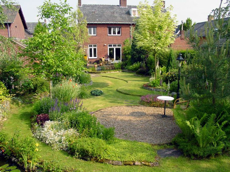 Een rechthoekige tuin inrichten doet u met deze 10 tips. garden
