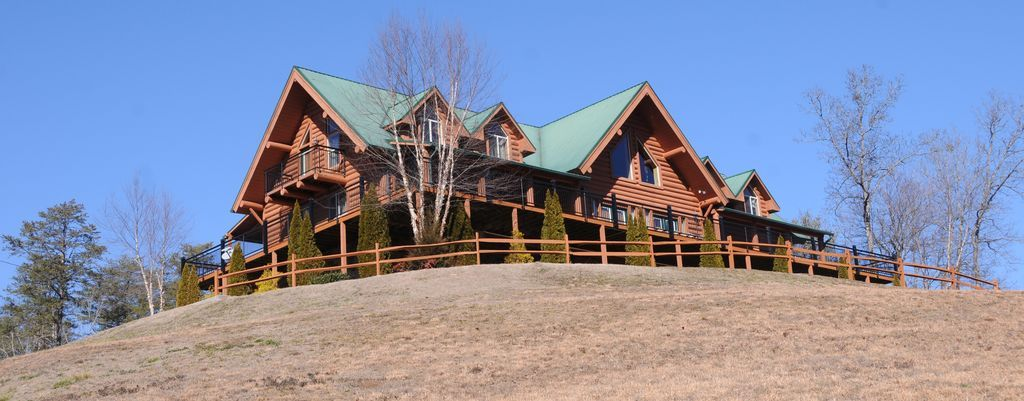 Moose Hollow Lodge Is A One Of A Kind Spectacular Massive Lodge Nestled In A Private Setting In Pigeon Forge Tennessee That I Pigeon Forge Cabin Rentals Cabin Rentals Cabin