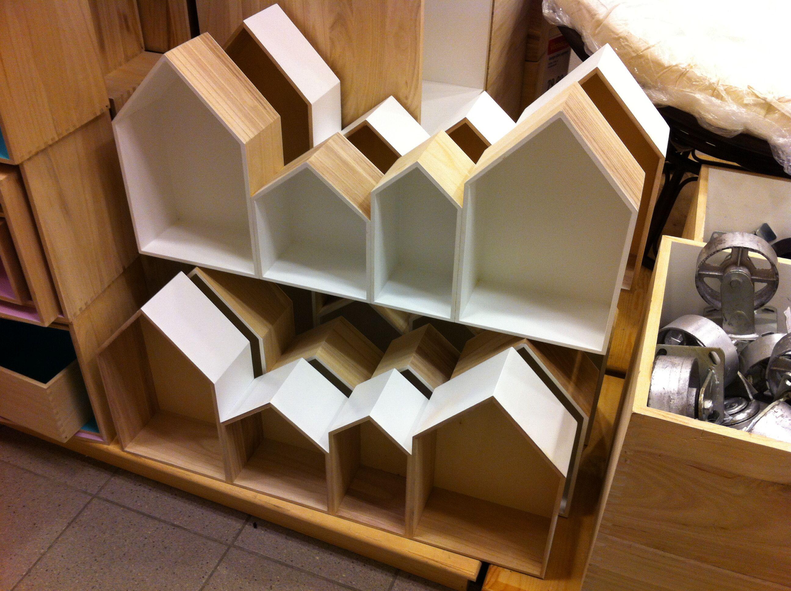Kast Sloophout Xenos : Huisjes kast van xenos met witte binnenkant inspiratie babykamer