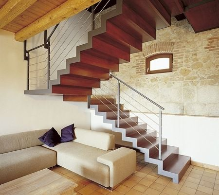 Escaleras de interios fotos 2014 dise o de la casa for Escaleras para casas de 2 pisos