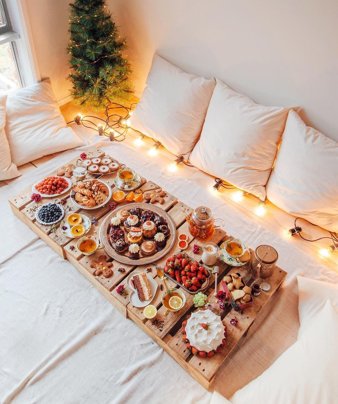 casual buffet on floor with pallets for a