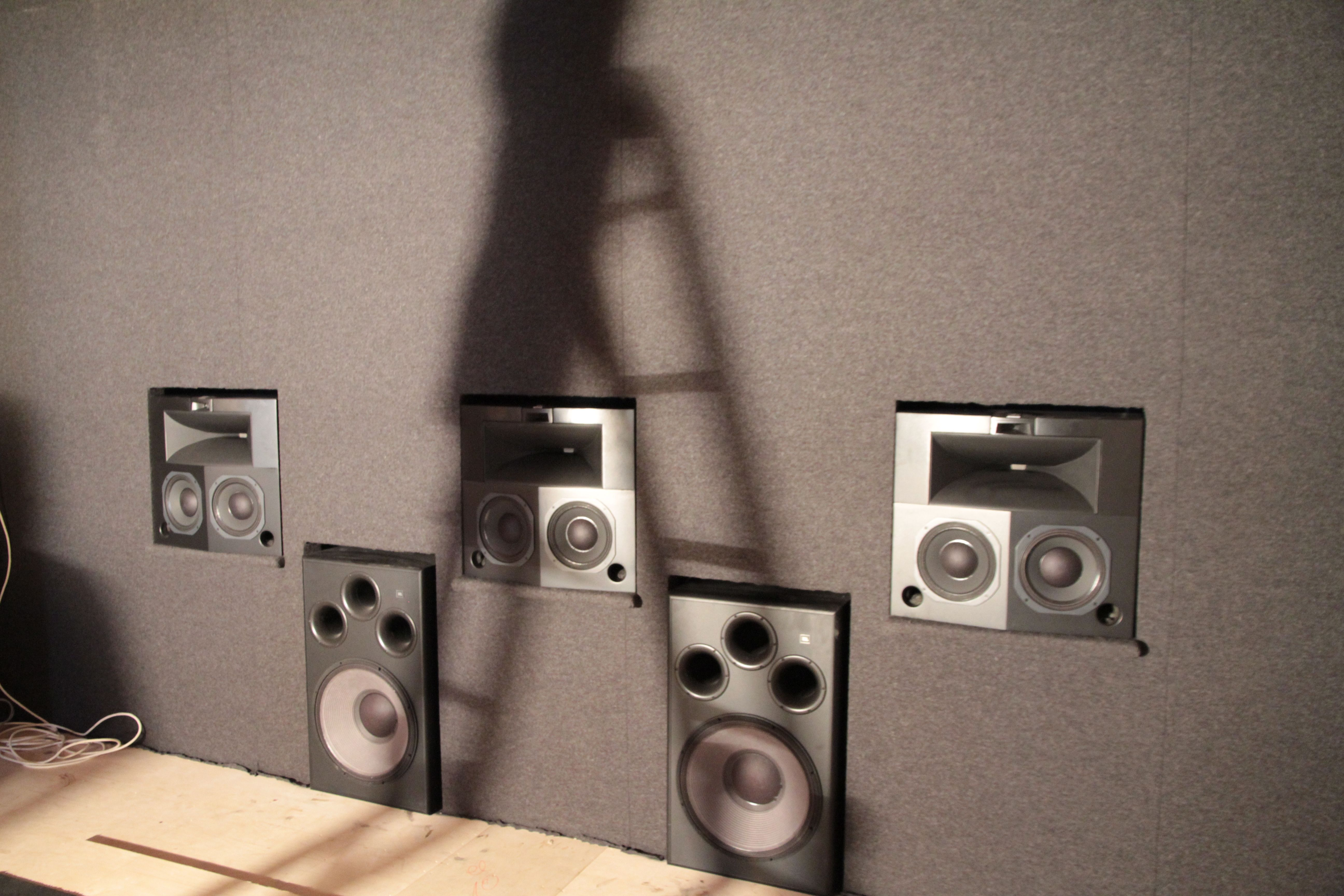 All front speakers are in place  3 Jbl synthesis SK2-300 and two S1S