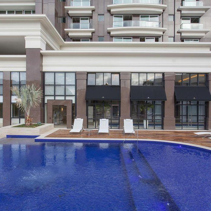 Piscina com Deck de Madeira de Jayme Bernardo Arquitetura e Design - 68371 no Viva Decora