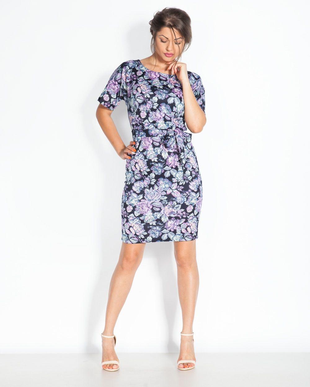 Тъмносиня дамска рокля на лилави цветя - Loca #онлайн #пазаруване #дрехи #рокля #права #късръкав #неопрен #цветя #тъмносиньо #илаво #бяло