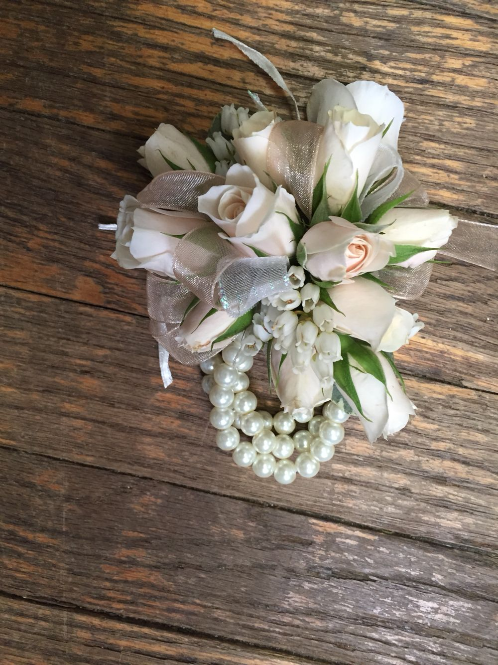 White Calla lily wrist corsage Pearl bracelet Mother of the bride Wedding corsages Prom corsage Wrist corsage