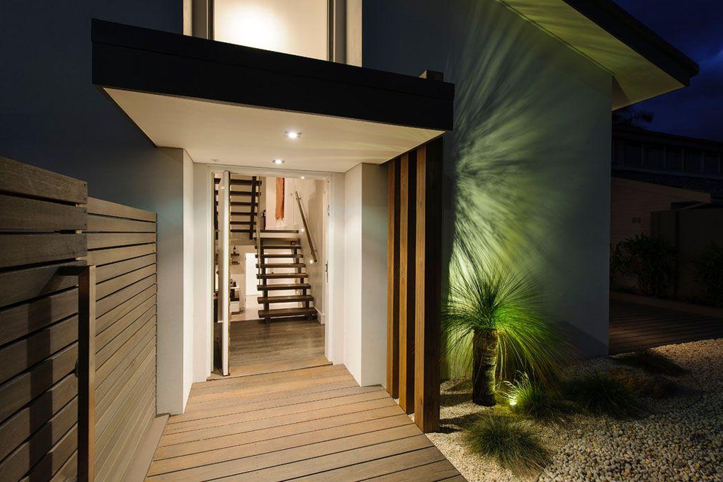 Belle maison design moderne à mi-chemin entre la ville et la côte ...