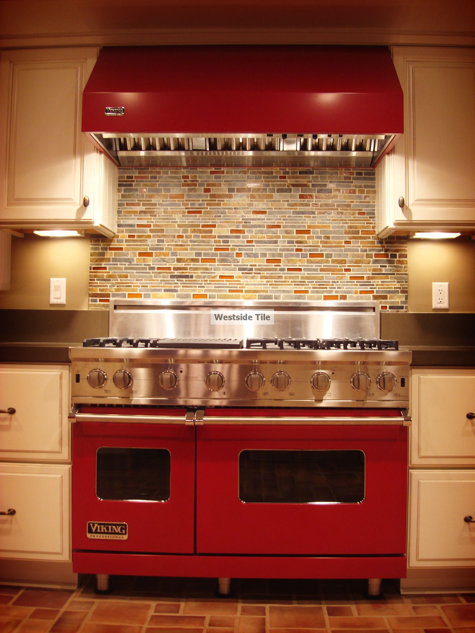 Black and white kitchen ideas with red tile kitchen for Red and black kitchen backsplash