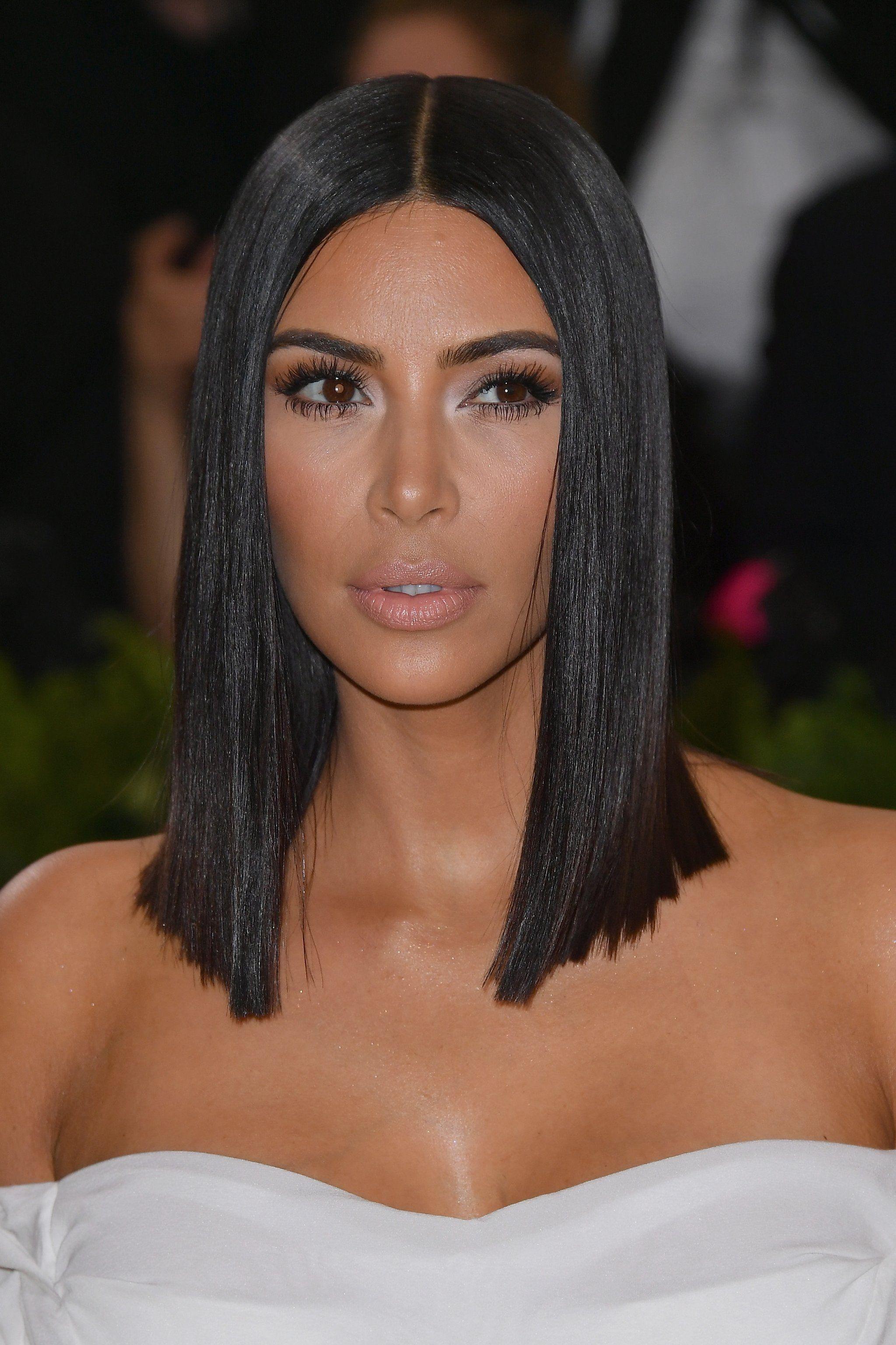 Kim Kardashian Looked Classic Vogue Chic At The Met Gala Kardashian Hair Kim Kardashian Short Hair Kim Kardashian Hair