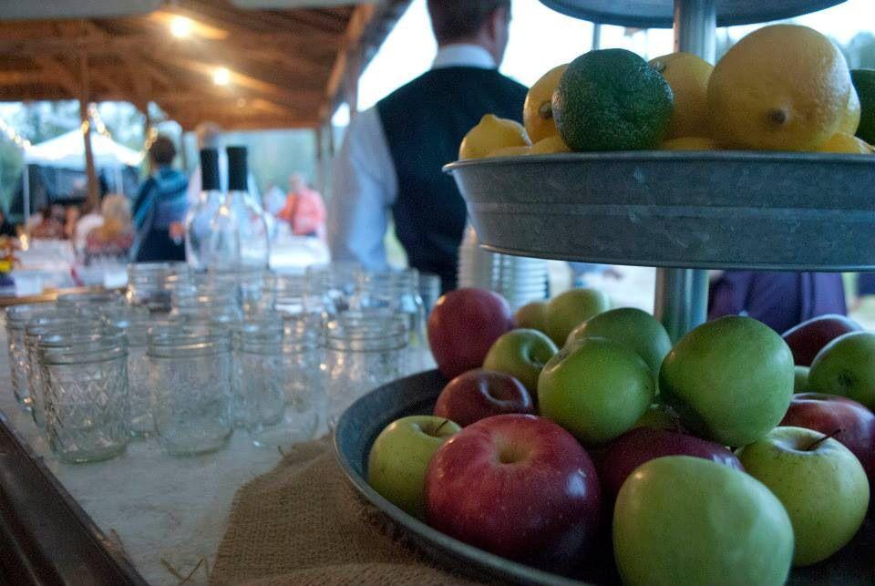 Apples and mason jar bar Photo Cred @gunnm08