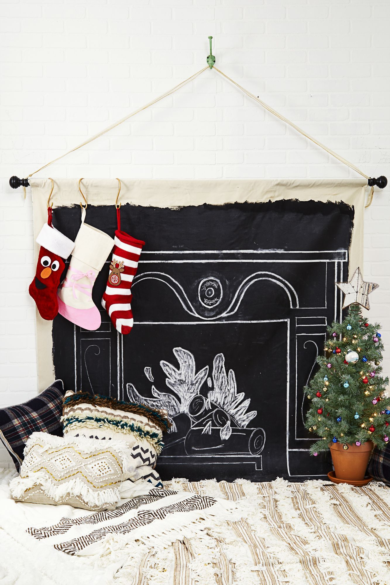Turn Your House Into the North Pole With These Christmas Decorating Ideas #smallapartmentchristmasdecor