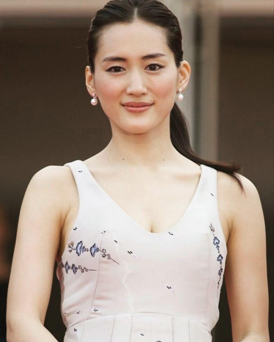 Diorドレス とても美しいです 凛とした佇まい Beautiful 綾瀬