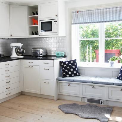 treppenaufgang mit eingebauten k chenschr nken in 2019. Black Bedroom Furniture Sets. Home Design Ideas