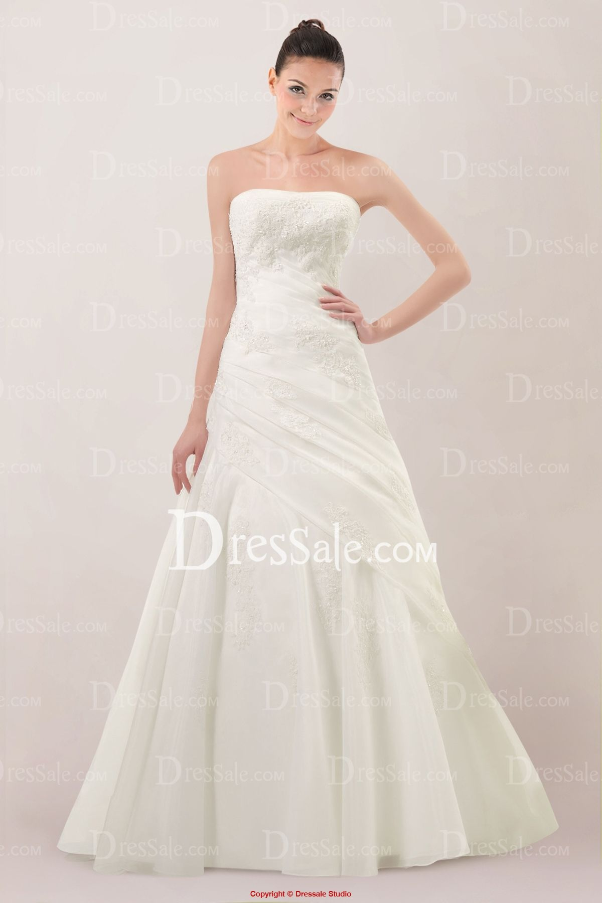 Vintage Strapless A-line Wedding Dress Featuring Lace Applique and Court Train