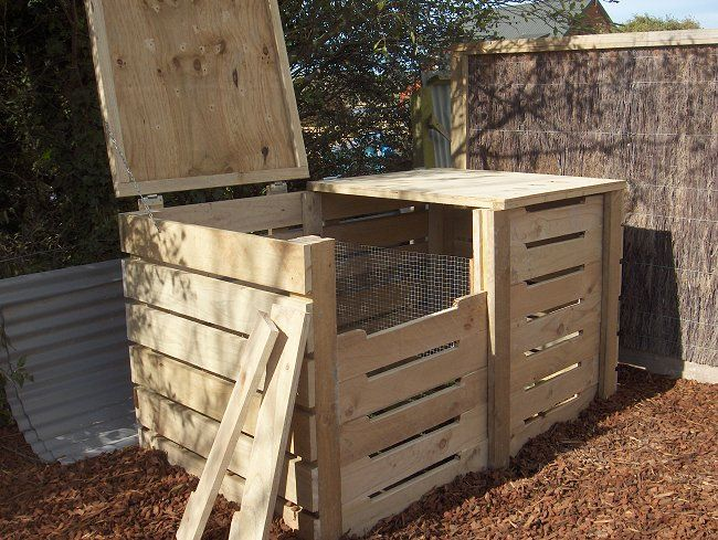 Double compost bin construction with removable front slats and lid