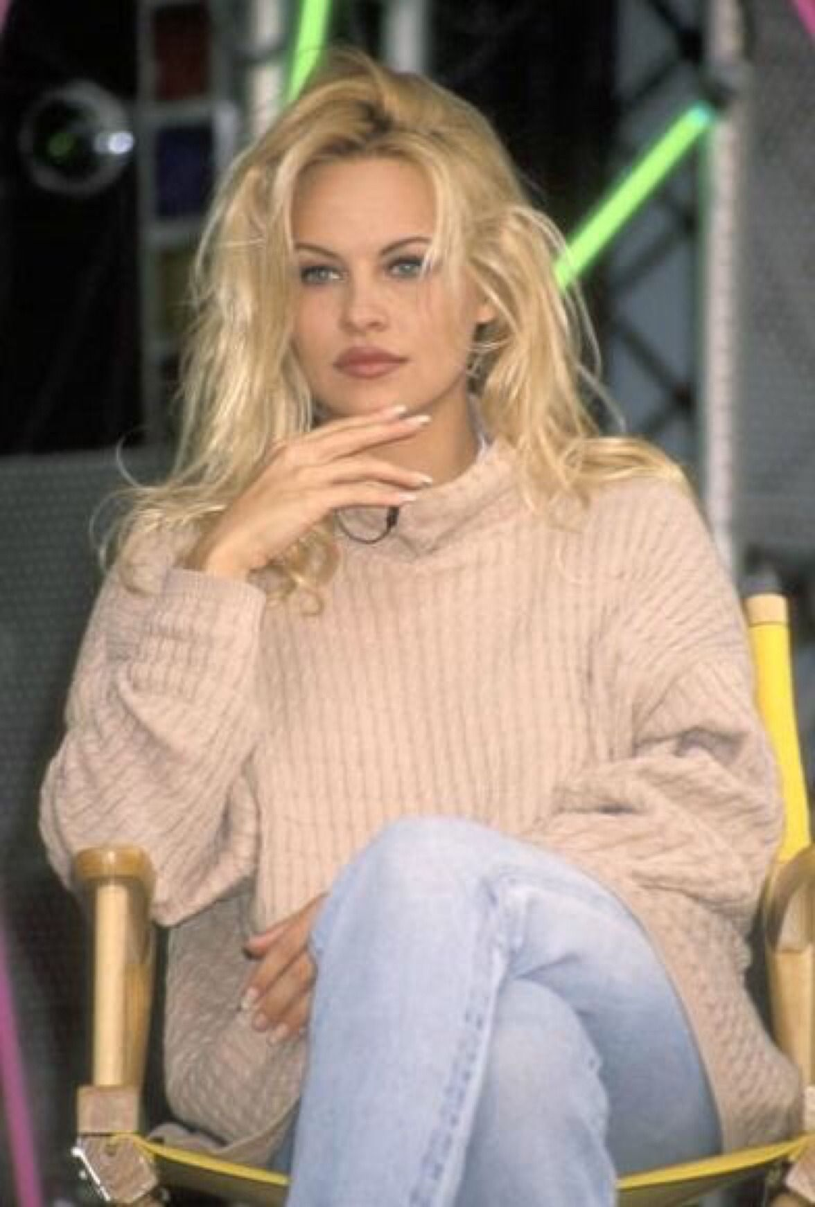 Watch Pamela Anderson (naturalized American citizen) video