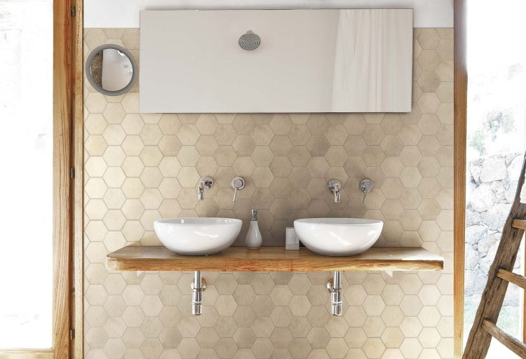 Badfliesen Ideen Fliesen  Sechseckig Spiegel Doppelt Waschbecken Waschtisch Holzplatte Beige  Sandfarbe