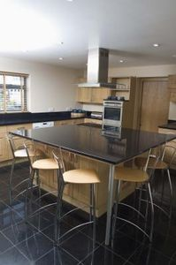 What is the Recommended Distance Between a Kitchen Counter ...