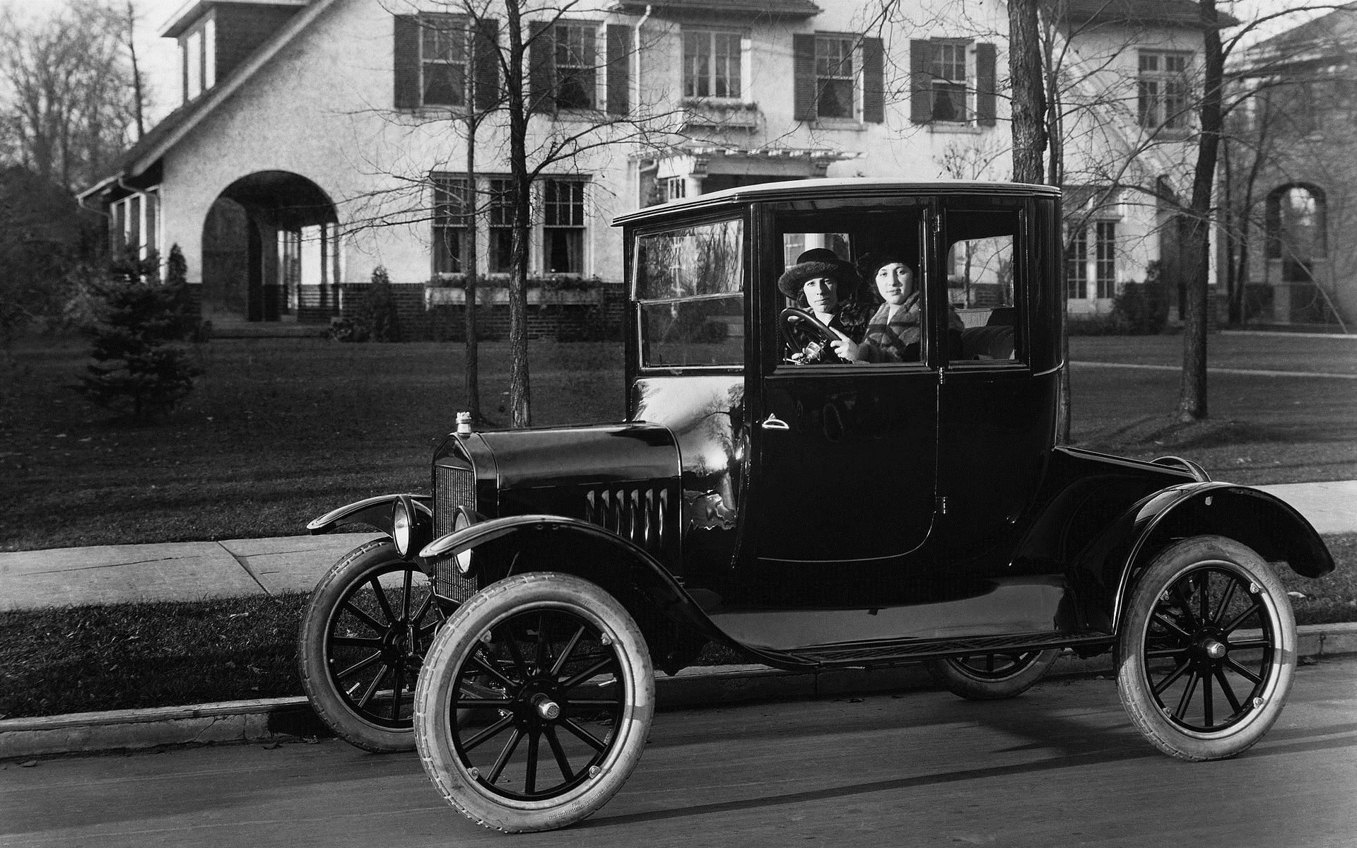 1920-1930 During the roaring 20\'s America enjoyed an economic boom ...