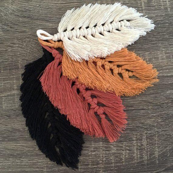 Tall Macramé Feather Wall Charm   Crochet !!!! ☆   Pinterest ...